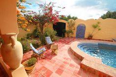 Location vacances maison Djerba: Terrasse piscine, douche extérieure