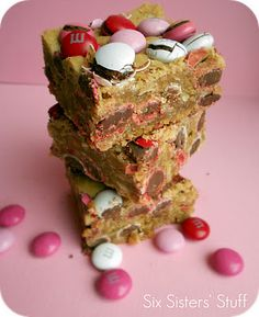 Six Sisters' Stuff: Valentine M&M Samoa Blondies Recipe - One of my favorite sweet recipes. I found this when searching for a blondie brownie similar to Barnes & Noble Cafe's (now discontinued!) that I could make at home.