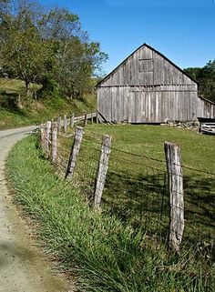 This looks like our family farm in Gracey, Christian County, Kentucky. Been in the family for 5 generations.