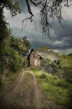 La casa della strega. Di Dana Michele.
