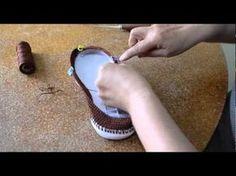 This would be awesome to make! Crochet Sandals, Crochet Boots, Crochet Clothes, Knit Crochet, Knit Shoes, Sock Shoes, Crochet Flip Flops, Crochet Slipper Pattern, Shoe Pattern