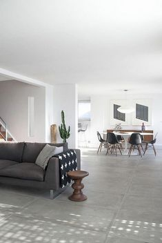 22 Carrelage Gris Salon which is Very Convenient to Use Built In Furniture, Simple Furniture, French Furniture, Furniture Stores, Sofa Gris, Long Room, Modern Flooring, World Of Interiors, Bedroom Layouts
