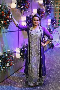 If you want to look slimmer and hide some extra pounds, wear a flowing sheer jacket. It won't add bulk like a heavy dupatta and will let you dance and enjoy yourself. Desi Wedding Dresses, Wedding Wear, Designer Wedding Dresses, Bridal Dresses, Indian Bridal Fashion, Asian Bridal, Desi Clothes, Oriental Fashion, Pakistani Bridal