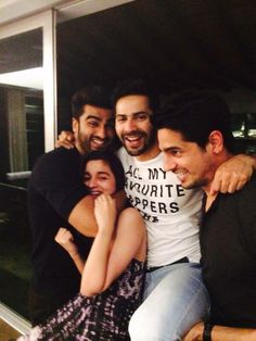 'Gang of boys' Arjun Kapoor , Varun Dhawan & Sidharth Malhotra with Cutie Pie Alia Bhatt ! Bollywood Funny, Bollywood Couples, Bollywood Stars, Bollywood Fashion, Indian Bollywood, Arjun Kapoor, Shraddha Kapoor, Indian Celebrities, Bollywood Celebrities