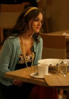 Leighton Mester with her pearls on the set of Gossip Girl