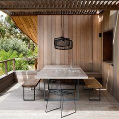 Aménager une salle à manger d'extérieur ouverte et couverte