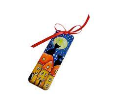 Drewniana zakładka do książki, malowana ręcznie z kocim motywem. Motyw jest jednostronny. Z drugiej strony zakładka jest niebieska z ręcznie malowanym ornamentem w kolorze czerwonym. Zakładka została zabezpieczona przed zniszczeniem bezwonnym lakierem.  Wymiary 5x15cm, grubość 3mm. Tasiemka atłasowa  ... Motto, Christmas Ornaments, Holiday Decor, Christmas Jewelry, Christmas Decorations, Mottos, Christmas Decor