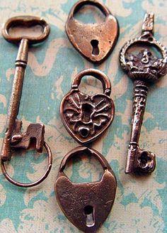Old keys & locks Antique Keys, Vintage Keys, Antique Hardware, Rare Antique, Cles Antiques, Skeleton Key Lock, Under Lock And Key, Old Keys, Knobs And Knockers