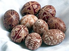 Hungarian Easter eggs Easter Egg Designs, Brown Eggs, Ukrainian Easter Eggs, Easter Traditions, Happy Easter, Spring Time, Gallery Wall, Pattern, Easter Decor