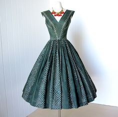 vintage 1950's dress ...fabulous ANNE FOGARTY polished cotton stars & stardust novelty print full skirt pin-up party dress