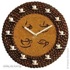"""Очередная интересная работа - Кофейные часы """"Coffee Cup's-3"""" Случайно наткнулся на часы одной местной мастерицы с ником  whitenastena,которые были сделаны с пробковым листом и рисунками,решил дать свой """"ответ"""")) Конечно мои часы сделаны в моём стиле,в два слоя кофе,в от моделей  whitenastena,но общий стиль схож. Центральная часть тыльная мелкозернистая сторона пробкового листа.Рисунки - трафарет,с которым пришлось изрядно помучиться.Покрывал масляной краской,которую потом следом смешивал с…"""