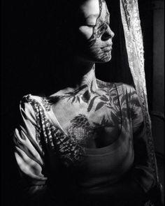 Marpessa by Ferdinando Scianna Dolce vita * Italia Shadow Photography, Dark Photography, Black And White Photography, Fashion Photography, Photography Hacks, Magnum Photos, In Praise Of Shadows, Photo D Art, Shadow Play