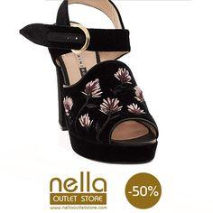 Scarpe Open Toe in Velluto –  CHIARINI BOLOGNA Outlet Store, Bologna, Open Toe, Fashion, Elegant, Moda, Fashion Styles, Open Toe Shoes, Fashion Illustrations