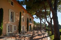 Le Mas Candille, small hotel set in a wonderful park in Provence