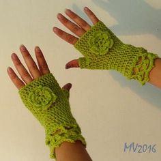 Fingerless gloves with flower #halfgloves #crochet #merinowool #crochetflower…