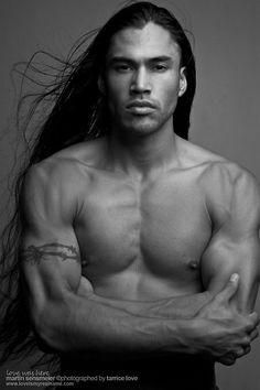 Martin Sensmeier, Model - native-american-actors-singers-etc . Native American men have a aura about them, like no other man! Proud, Noble, Strong & Beautiful. American Man, Native American Actors, Native American Beauty, Native American History, American Indians, American Group, Martin Sensmeier, Tlingit, Indian Man