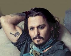who knew depp had a pirate tat...where i want my pirate tat...well johnny, its to be expected.