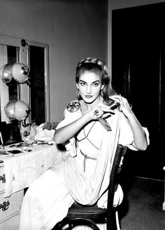 Maria Callas in Her Dressing Room in Chicago for Bellini's Opera 'Norma' Photo Maria Callas, Old Hollywood Glam, Opera Singers, Beautiful Voice, Black And White Pictures, Classical Music, Role Models, Logs, Yorkie