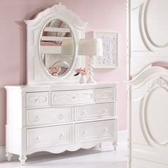 SweetHeart 7 Drawer Dresser - White - Princesses love the oh-so-sweet details on the SweetHeart 7 Drawer Dresser - White and you will, too. From its pretty bun feet to its carved flora...