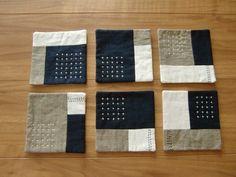 ★★こちらはA様のオーダー品となりますので、 他の方のご購入はお控えくださいますようお願い致します★★ 6枚(うち、白・紺・青の配色…3枚)素材…リネン、綿 大きさ…約11.5cm×11.5cm※お洗濯は手洗いをおすすめします。 Techniques Textiles, Sewing Techniques, Embroidery Patterns, Hand Embroidery, Eco Deco, Shashiko Embroidery, Sewing Crafts, Sewing Projects, Boro Stitching