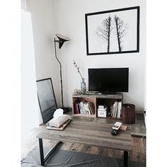 「26m2。理想の土地で楽しむセルフリノベーション。塩系1Kルーム」 by MmeetsNさん   RoomClip mag   暮らしとインテリアのwebマガジン Pinterest Home, Apartment Interior, Gallery Wall, Desk, Cool Stuff, Furniture, Single Life, Home Decor, Desktop