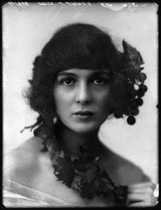Portrait of a woman (original source unknown).