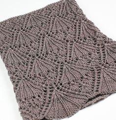 Ажурный шарф-хомут спицами
