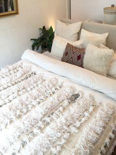 Moroccan wedding blanket MONICA Vintage Berber by SunnyHomeStory