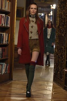 Chanel Pre-Fall 2015 Runway. See the whole collection: http://www.vogue.com/slideshow/5710435/chanel-pre-fall-2015-runway/?mbid=social_pinterest
