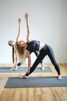 In this article, I will be sharing a yoga routine for the morning yoga for beginners. Read this article to get benefitted by adopting yoga routine Zumba Fitness, Forma Fitness, Body Fitness, Fitness Goals, Yoga Beginners, Beginner Yoga, Yoga Routine, 10 Minute Morning Yoga, Ich Bin Dick