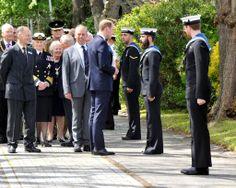 HRH #PrinceWilliam The Duke of Cambridge talking to Engineering Technician Mechanical Engineering (Submariner) McNulty, currently on course at HMS Sultan. #RoyalNavy #submarine #museum #HMSAlliance #submariner #Royalvisit