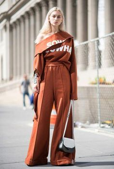 The Best Street-Style Moments from the Spring 2017 Shows New York Fashion Week Street Style Spring The Best Moments from NYFW Street Style 2017, New York Fashion Week Street Style, Looks Street Style, Spring Street Style, Cool Street Fashion, Street Chic, Look Fashion, Trendy Fashion, Spring Fashion