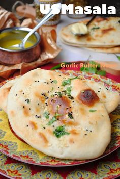 Garlic butter naan from US Masala. JGH I was skeptical of the cooking method, but in the absence of a tandoori oven :) I decided to try it. It worked perfectly, actually. I skipped the seeds. Indian Food Recipes, Vegetarian Recipes, Vegetarian Curry, Indian Snacks, Homemade Garlic Butter, Healthy Habbits, Garlic Naan, Naan Recipe, Bread Bun