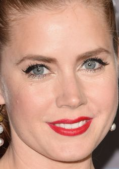 Close-up of Amy Adams at the 2015 Critics' Choice Awards. - Classic and so beautiful!