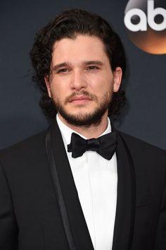 Le Cast de Game of Thrones Domine le Tapis Rouge des Emmy Awards Pour la Deuxième Année Consécutive