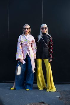 Of Course Showgoers Wore Gucci on Day 1 of Milan Fashion Week - Fashionista check out those yellow bell bottoms or the slit wide legged denim jeans streetstyle spring fall autumn winter Milan Fashion Week Street Style, Looks Street Style, Milano Fashion Week, Autumn Street Style, Street Chic, Paris Street, London Fashion, Fashion Weeks, Fashion Outfits