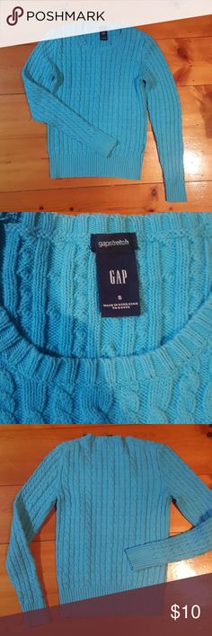 Warm & Cozy Gap Sweater This gap sweater is the perfect sweater for sweater weather. 💖 GAP Tops
