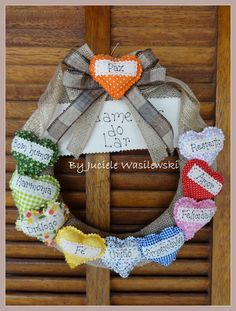 Felt Wreath, Grapevine Wreath, Burlap Wreath, Valentine Crafts, Valentines, 4th Of July Wreath, Fabric Flowers, Diy And Crafts, Christmas Decorations