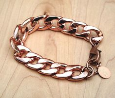 Rose Gold Chain Bracelet- my dad used to have a bracelet like this. Nothing would warm my heart more than to have one. I Love Jewelry, Jewelry Box, Jewelry Accessories, Fashion Accessories, Fashion Jewelry, Gold Jewellery, Jewelry Ideas, 90s Jewelry, Chain Jewelry