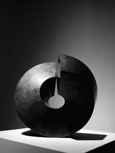 'Split Ring' (1969) by Australian-American sculptor Clement Meadmore (1929-2005). Bronze, 14.5 x 15 x 14 in. Photographed by American photographer Michael Donovan at Marlborough Gallery, NYC. via daily inspiration by Daanizzo