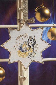 Voici une jolie étoile de Noël à broder en point de croix avec un motif de la vierge Marie Et voici la grille gratuite de l'étoile de Noël en point de croix Bonne broderie et merci pour vos commentaires qui font toujours plaisir... Bonne broderie et merci...