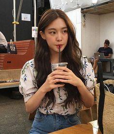 Korean Fashion Trends you can Steal – Designer Fashion Tips Mode Ulzzang, Ulzzang Korean Girl, Cute Korean Girl, Asian Girl, Girl Crushes, Uzzlang Girl, Korean Fashion Trends, Aesthetic Girl, Soft Grunge
