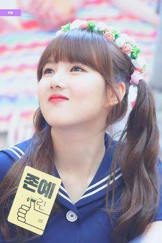 GFriend - Yerin Kpop Girl Groups, Korean Girl Groups, Kpop Girls, Gfriend And Bts, Kim Ye Won, G Friend, Only Girl, Sabrina Carpenter, Girl Face