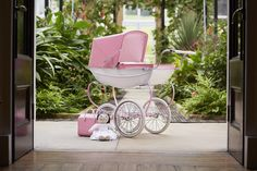 The Limited Edition Princess traditional doll's pram from Silver Cross - perfect for your own little Princess. The pram comes with a Princess rag doll, plus a matching changing bag. Pram Toys, Dolls Prams, Changing Bag, Child Doll, Xmas Crafts, Pink Satin, Little Princess, Children, Kids