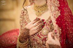 💕💚New Bridal Status Video❤️❤️Tumhare Siva Kuch Na Chahat Karenge Whatsapp Status💚💕 Pakistani Wedding Dresses, Saree Wedding, Fancy Prom Dresses, Lehenga Style Saree, Sari, Bride Look, Bridal Photography, Bridal Beauty, Bridal Accessories
