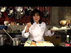 Sodexo Presents Chef Mai Pham - Preparing Pho or Pho Ga - a wonderful rice noodle soup Vietnamese Chicken Noodle Soup Recipe, Pho Noodle Soup, Rice Noodle Soups, Chicken Pho, Rice Noodles, Vietnamese Pho, Vietnamese Cuisine, Oriental Food, Chowders