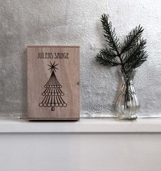 Julens sange - Wooden box, contains songbooks with songs to sing when dancing around the christmas tree