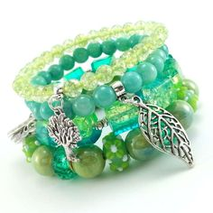Zestaw turkusowych bransoletek z jadeitem, kwarcem lodowym, ceramiką i szkłem z kryształkami.