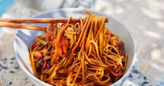 Villámgyors pad thai néhány hozzávalóból recept   Street Kitchen Naan, International Recipes, Japchae, Healthy Living, Clean Eating, Spaghetti, Food And Drink, Cooking, Ethnic Recipes
