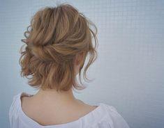 結婚式に使えるショートボブアレンジ☆花嫁から参列者まで真似したいアレンジ51選 | folk Short Bob Hairstyles, Braided Hairstyles, Wedding Hairstyles, Braids For Short Hair, Short Hair Styles, Hair Inspo, Hair Inspiration, Bob Updo, Hair Arrange